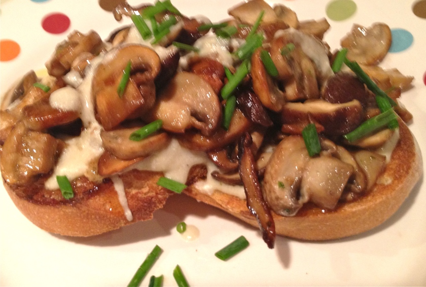 Sauteed Mushrooms in Vermouth over French Bread